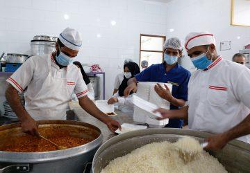 طبخ و توزیع بیش از ۳۰ هزار پرس غذای گرم در بین نیازمندان ریگان